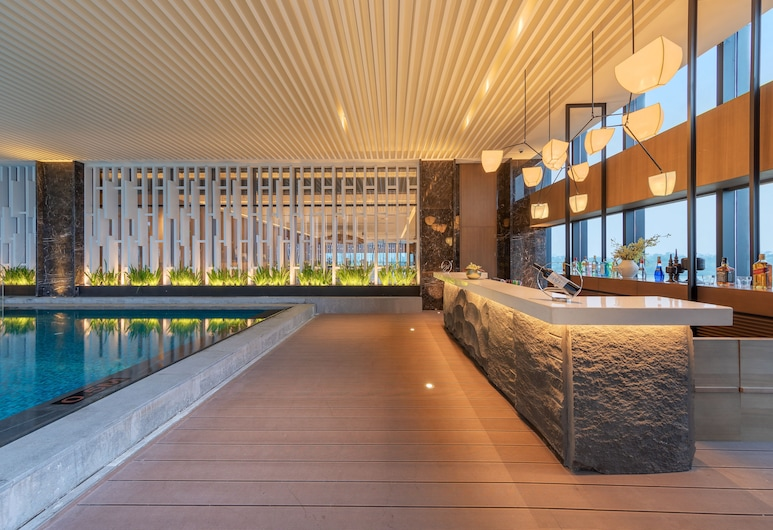 Wyndham Grand Yangon Hotel, Yangon, Poolside Bar