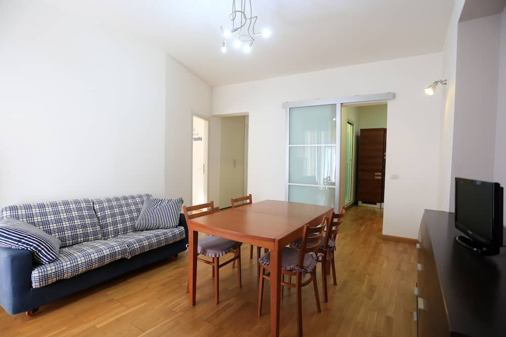 Basic Apartment, City View - Living Room