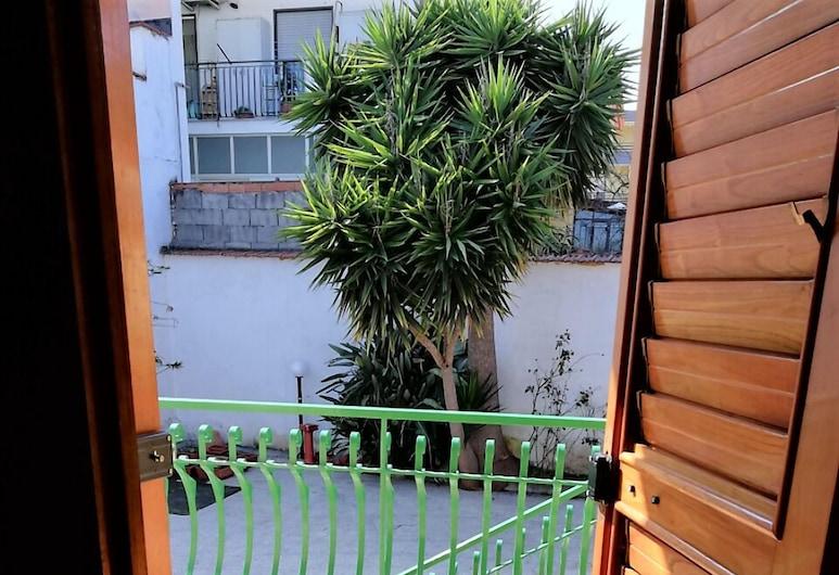 Villa Cristina Rooms, Riposto, Pokój dla 4 osób standardowy, 1 sypialnia, balkon, widok na ogród, Dziedziniec
