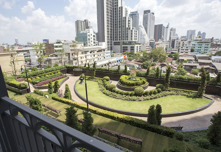 Locals Bangkok The Rich Sathorn-Taksin, Bangkok, Garden