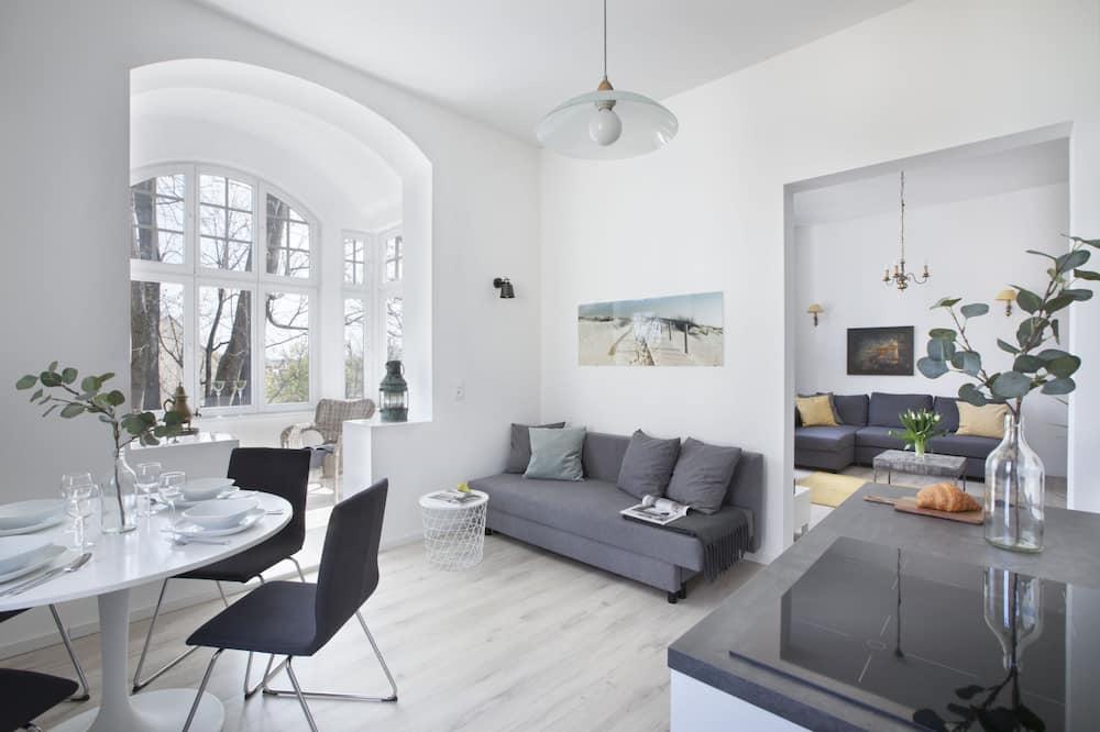 Apartmán typu Comfort, 1 veľké dvojlôžko, výhľad na mesto - Obývačka