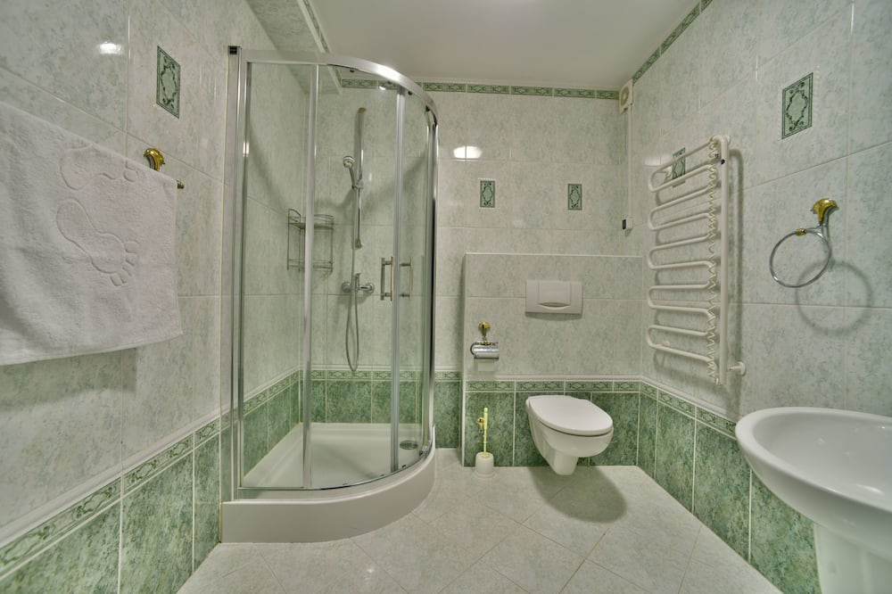 Basic Double Room, 2 Twin Beds, Non Smoking, Mountain View (1) - Bathroom
