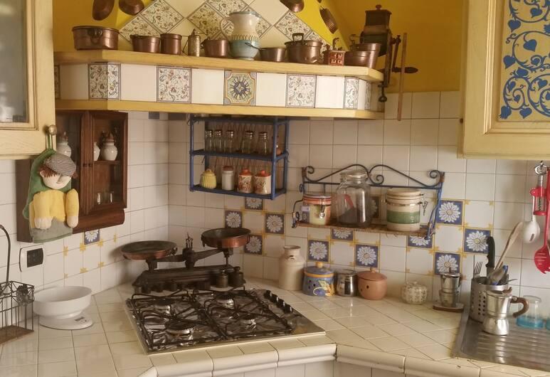 Case Nicotera, Naples, Apartment, 3 Bedrooms, 2 Bathrooms, In-Room Kitchen