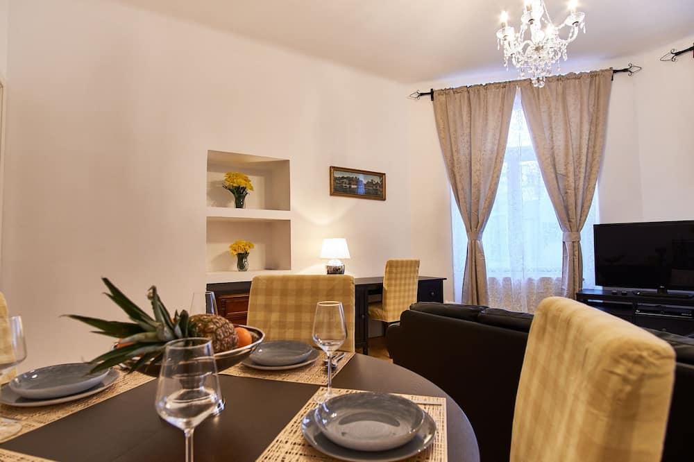 Apartamento superluxo - Sala de jantar (no quarto)