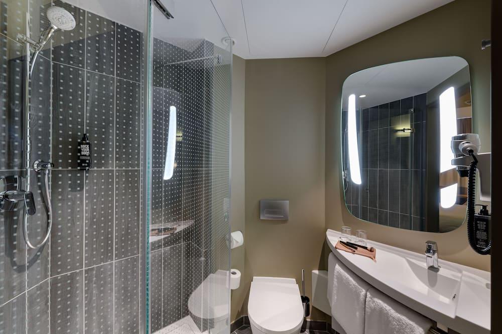 Štandardná izba, viacero postelí - Kúpeľňa