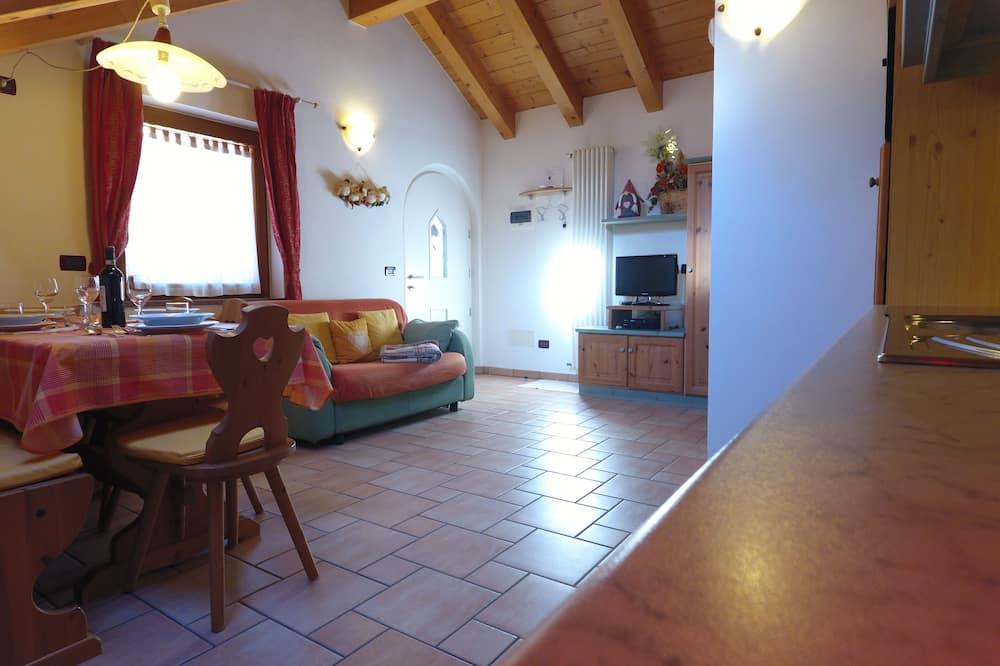 อพาร์ทเมนท์โรแมนติก, 2 ห้องนอน, ระเบียง, วิวภูเขา (Larsec) - พื้นที่นั่งเล่น