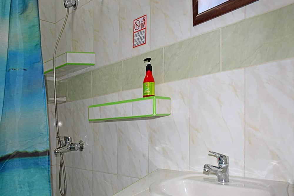 Chambre Triple Standard, plusieurs lits, non-fumeurs - Salle de bain