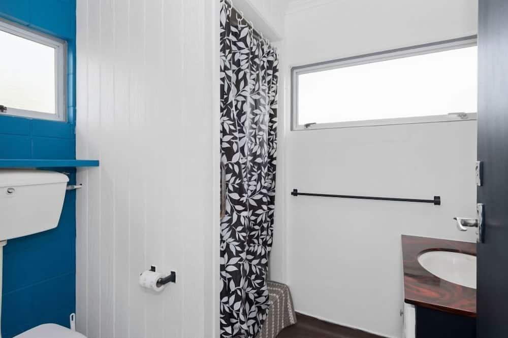 Family House, 3 Bedrooms, Accessible, Garden View - Bathroom