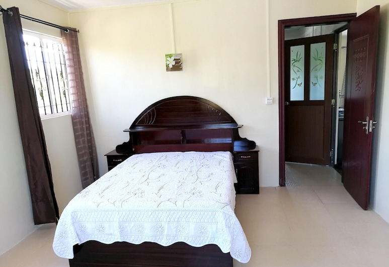 Apartment With 2 Bedrooms in Trou-aux-biches, With Enclosed Garden and Wifi - 300 m From the Beach, Trou aux Biches, Külaliskorter, vaade aeda, Tuba