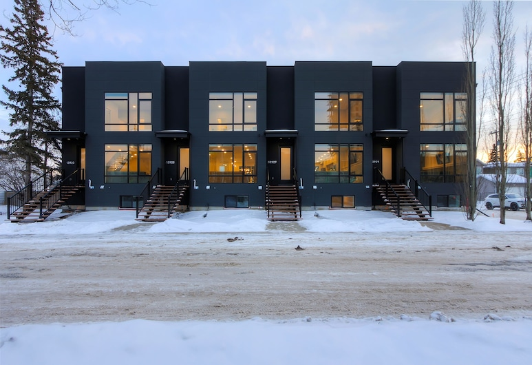 NEW LUXURY TOWNHOME 25, Edmonton, Front of property