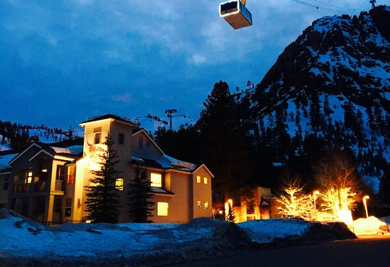 Squaw Valley Lodge 2 Bed, Resort, Village, ski in & out, Olympic Valley