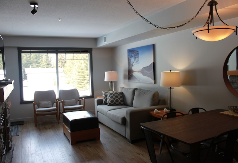 Blissfull 2 Bedroom IN THE Beautiful BOW Valley Corridor!!, Dead Man's Flats, Living Room