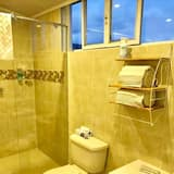 Family Room, Multiple Beds, Non Smoking, Pool View - Bathroom