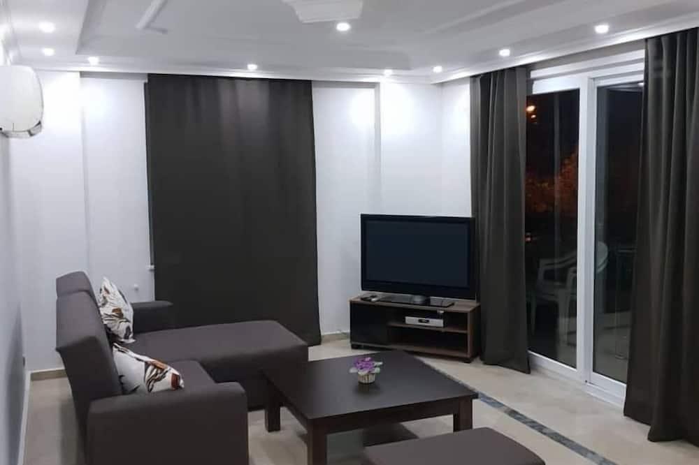 Liukso klasės apartamentai, 1 miegamasis, Nerūkantiesiems, dalinis vaizdas į jūrą - Svetainė
