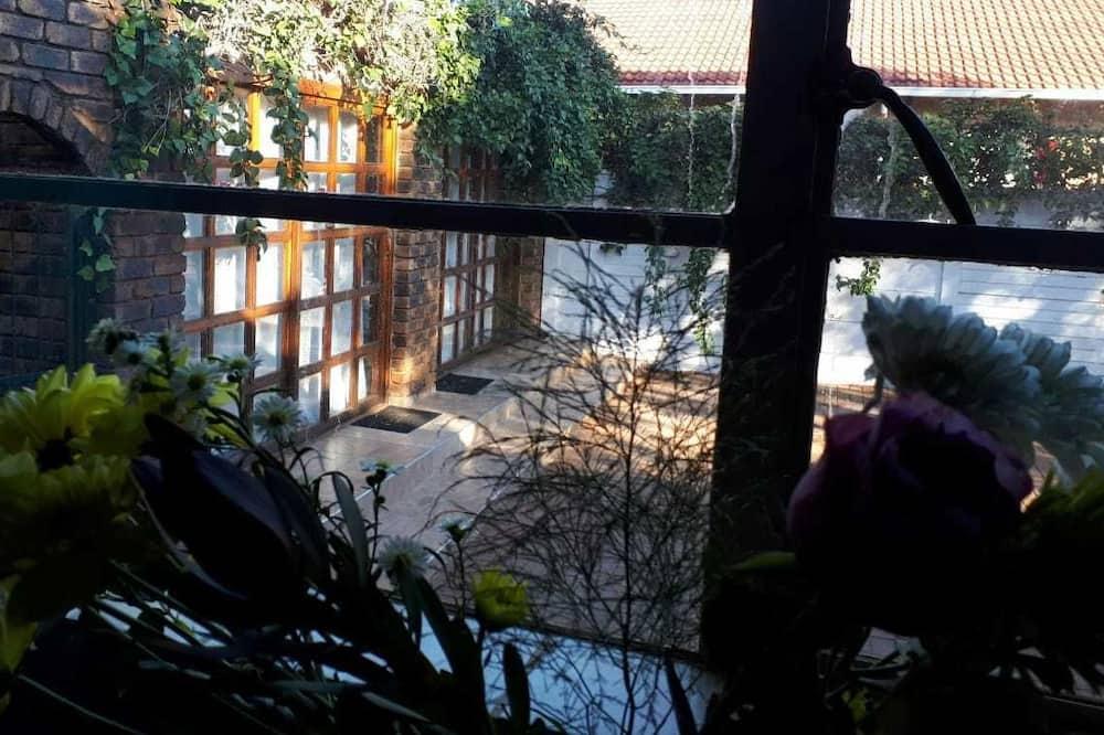 Classic Cottage - Garden View