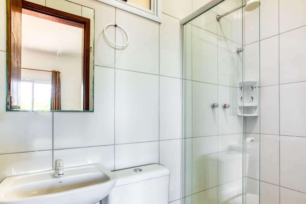 Quadruple Room, Multiple Beds - Bathroom