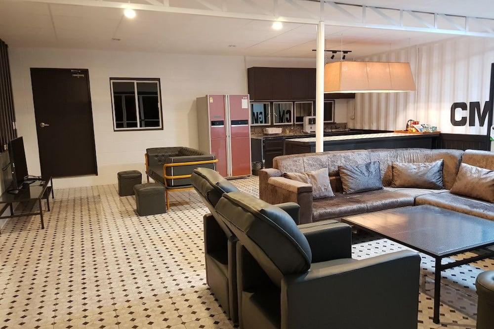 Royal Room, Non Smoking, City View - Living Area