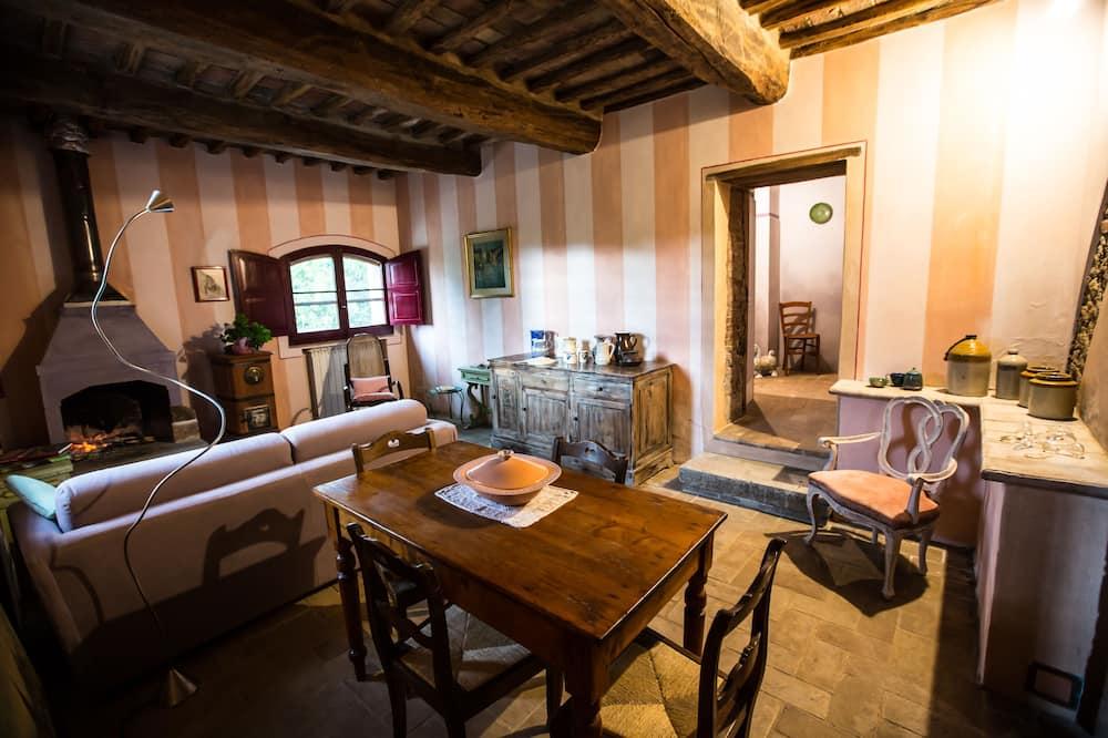 apartman, 1 hálószobával, kilátással a kertre, földszinti (Capannacce) - Nappali