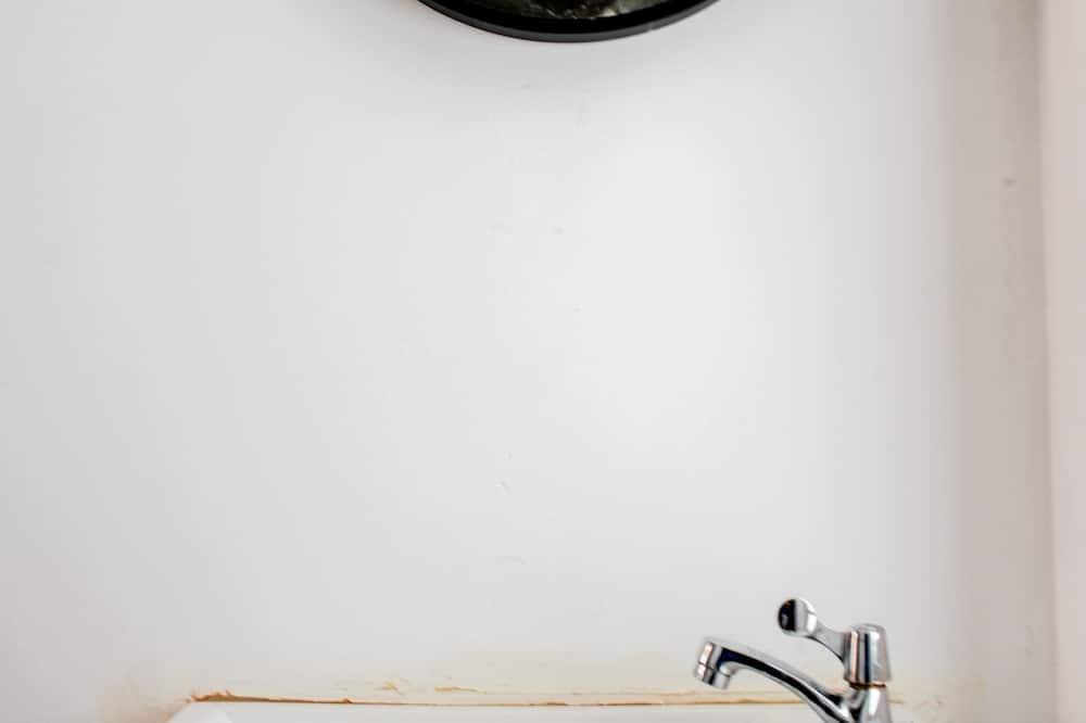 Chambre Double, balcon (Shared Bathroom) - Lavabo de la salle de bain