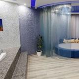 Studio Suite, Jetted Tub (Flash) - Bathroom