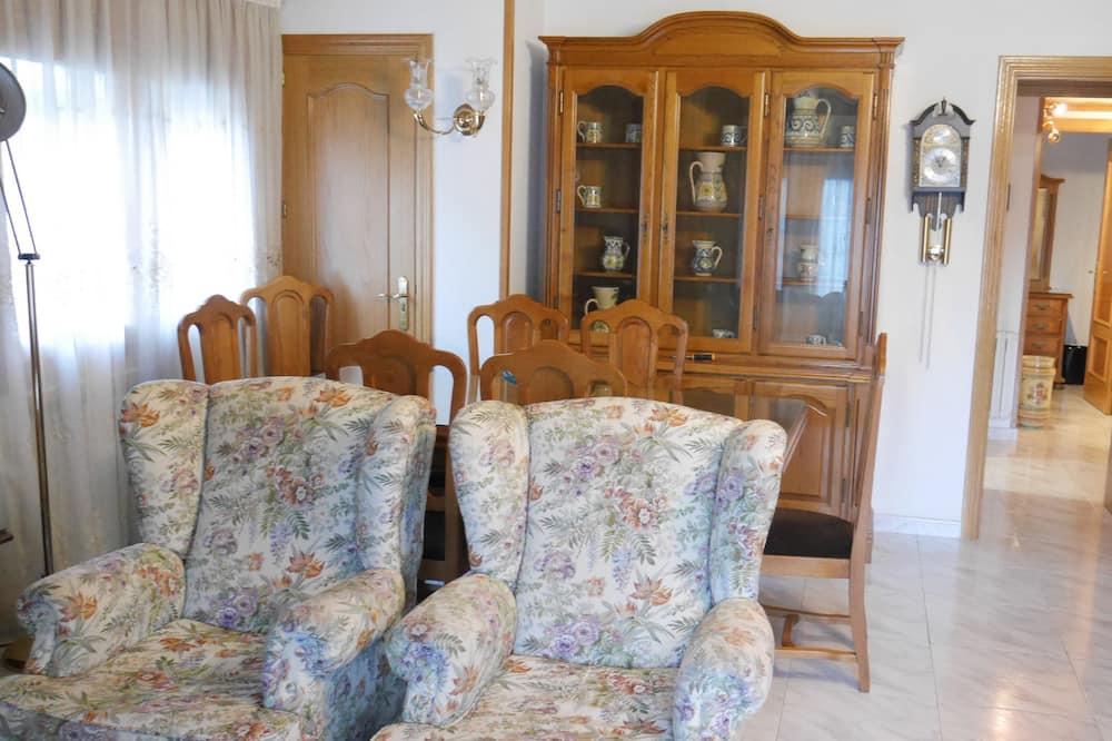 Apart Daire, 2 Yatak Odası, Dağ Manzaralı - Oturma Odası