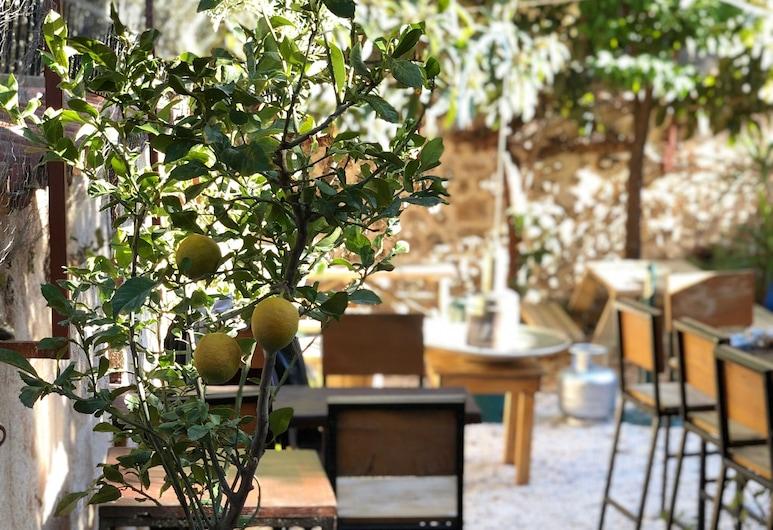 Kuyu Beergarden Hostel, Antalya, Outdoor Dining