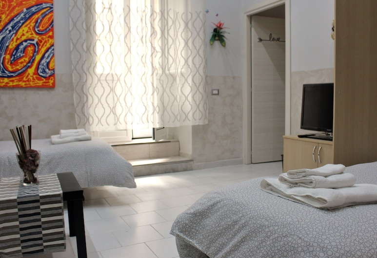 Sofia's House, Naples, Family Apartment, 2 Bedrooms, Ground Floor, Room