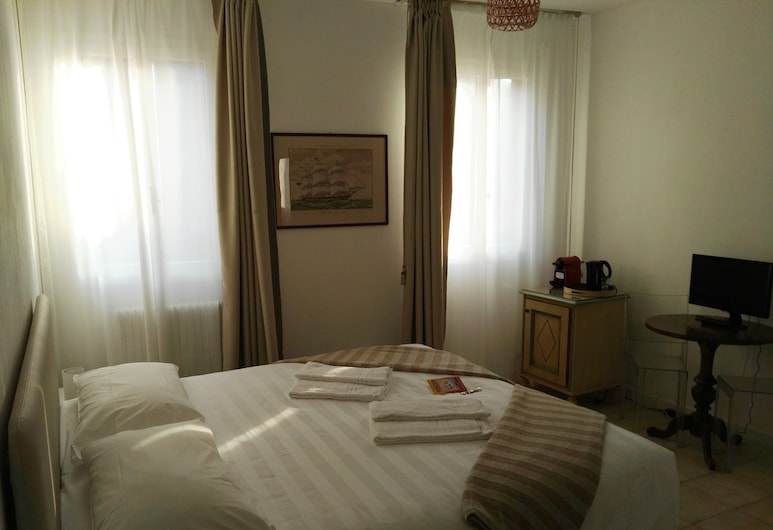Butterfly Guest House, Venice, Deluxe Double or Twin Room, Guest Room
