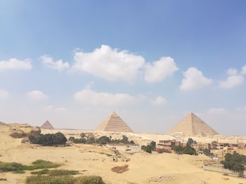 Gambar Mondy Pyramids View di Giza
