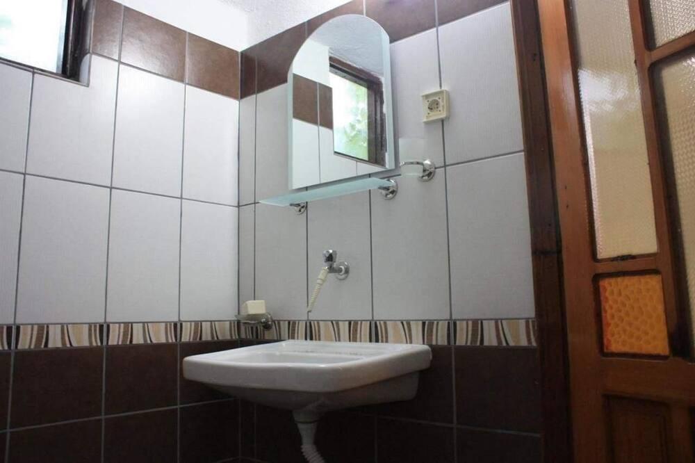Tremannsrom, flere senger, ikke-røyk - Vask på badet