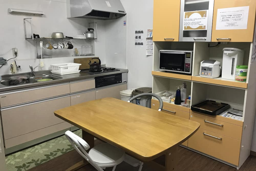 Economy Room - Shared kitchen