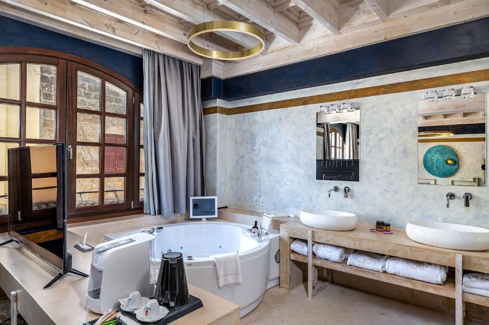 Superior Suite Lindos with Hot Tub - Private spa tub
