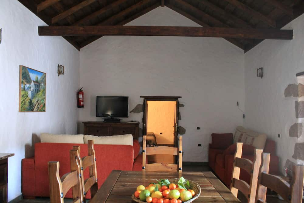 Cottage, 2 Bedrooms, Mountain View - In-Room Dining