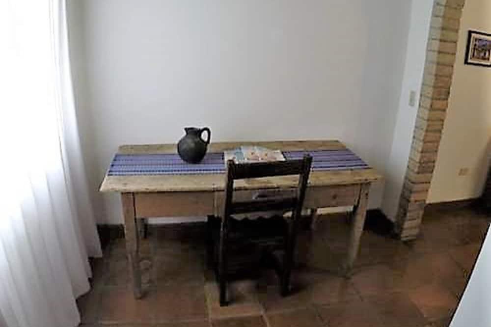 Camera, 1 letto king, non fumatori, vista giardino - Pasti in camera