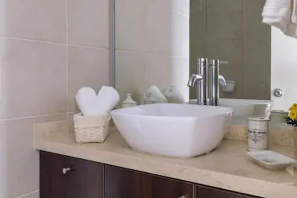 Apartment, 1 Bedroom - Bathroom Sink