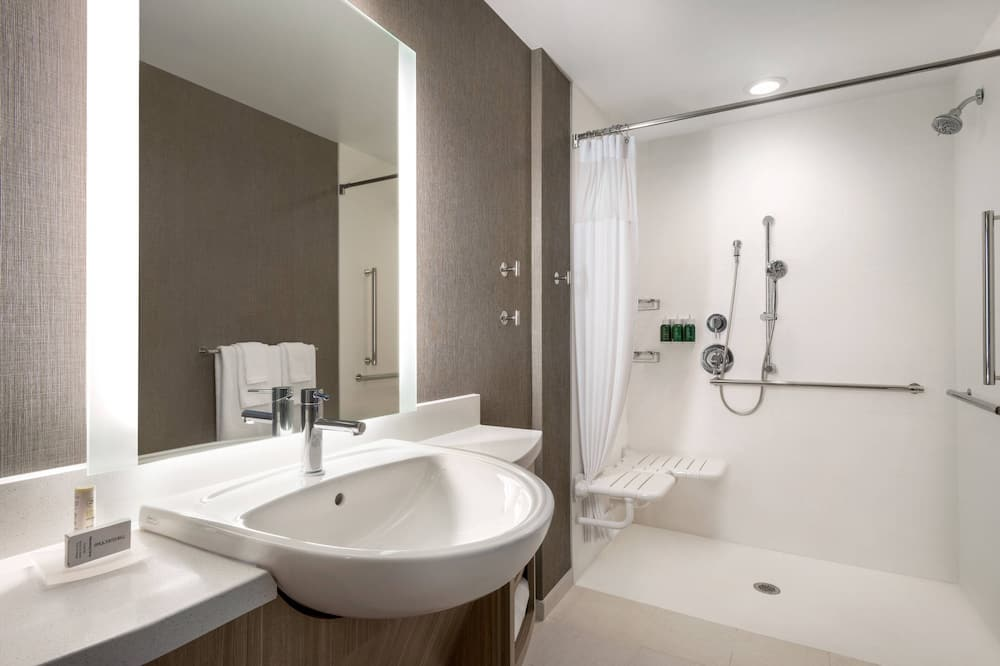 City Suite, 1 King Bed, Non Smoking, City View - Bathroom