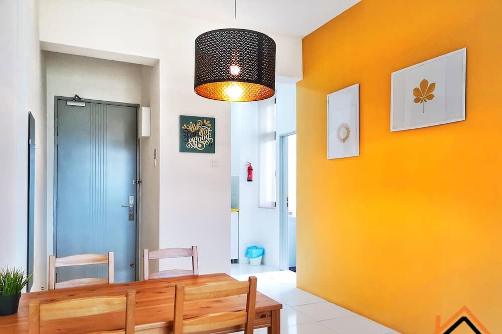 דירה, נוף להר - אזור אוכל בחדר