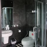 Standard Room, 1 King Bed, Non Smoking, Hill View - Bathroom