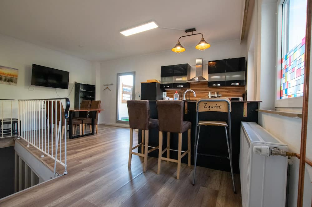 City Apartment, 6 Bedrooms, Non Smoking, City View - In-Room Dining
