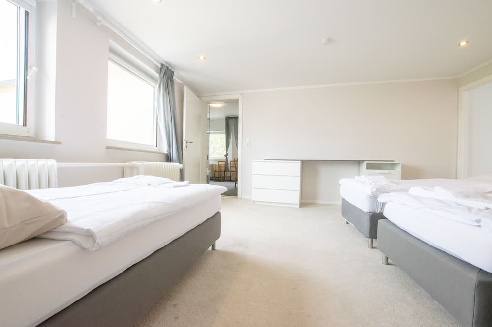 City Apartment, 4 Bedrooms, Non Smoking, City View - Room