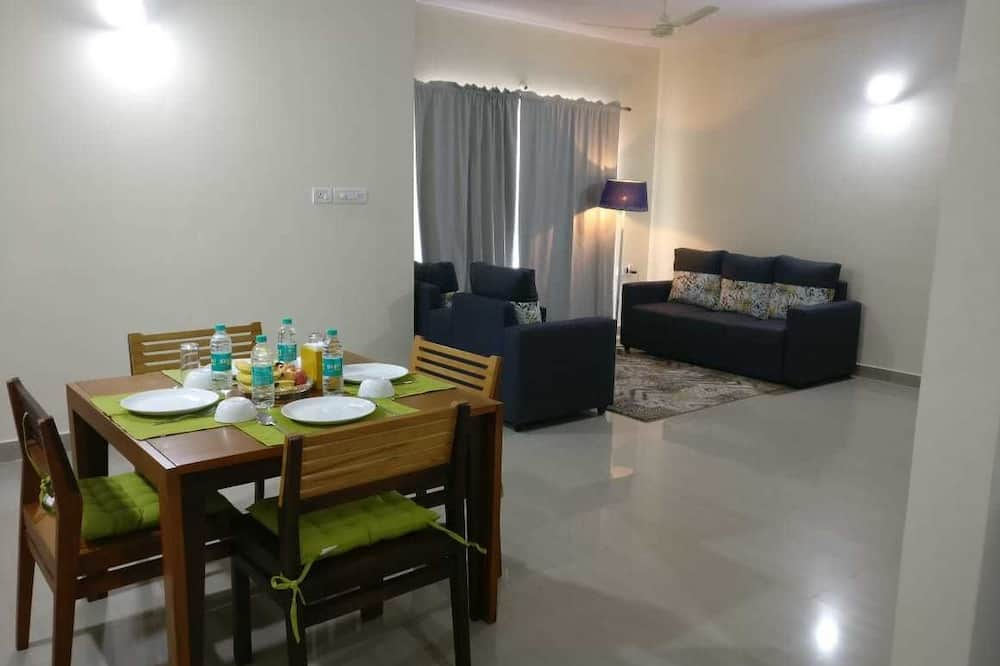 Apartmán typu Executive, dvojlůžko (200 cm), kuchyňský kout, výhled do zahrady - Obývací prostor
