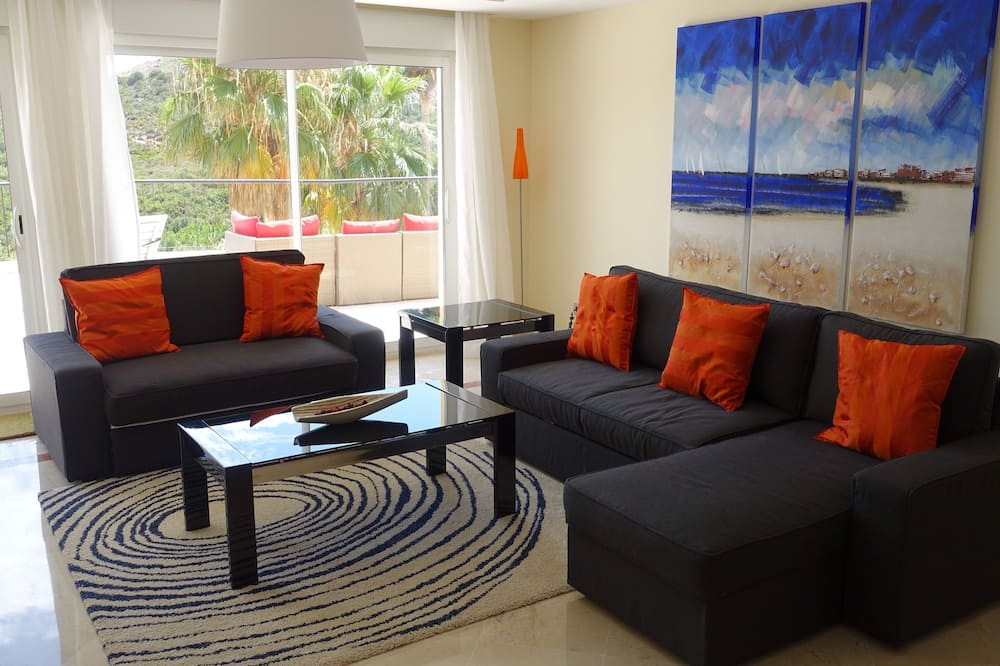 Apartment, 3 Bedrooms, Non Smoking - Living Room