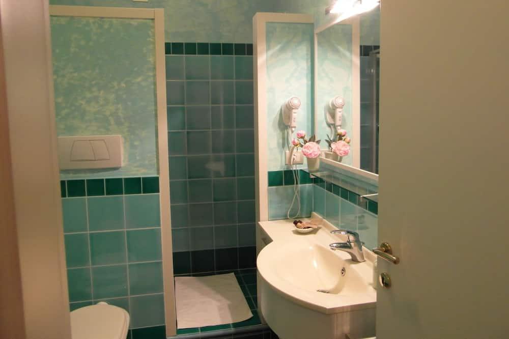 חדר לשלושה, נוף לגן (Smeraldo) - חדר רחצה