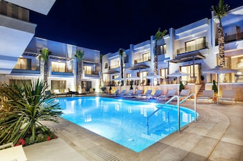 Picture of Pefki Deluxe Residences in Kassandra