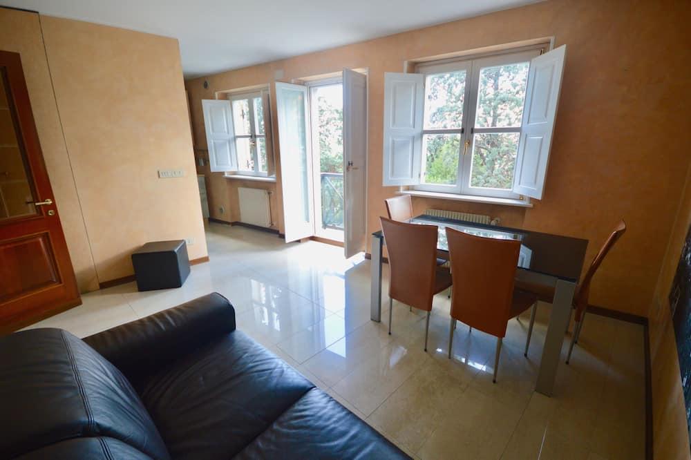Apartment, 1 Bedroom, Balcony, City View - Living Room