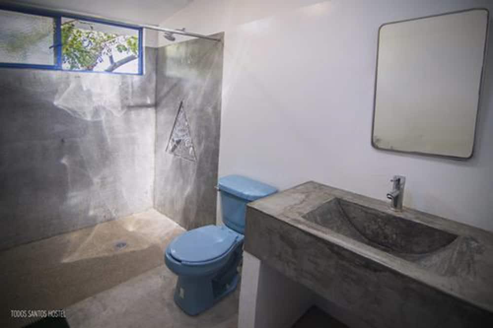 Chambre Standard, 1 grand lit, non-fumeurs, vue jardin - Salle de bain