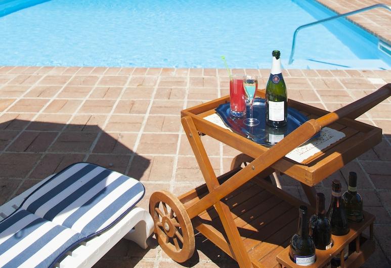 迷迭香公园酒店, 圣阿加塔米利泰洛, 室外游泳池