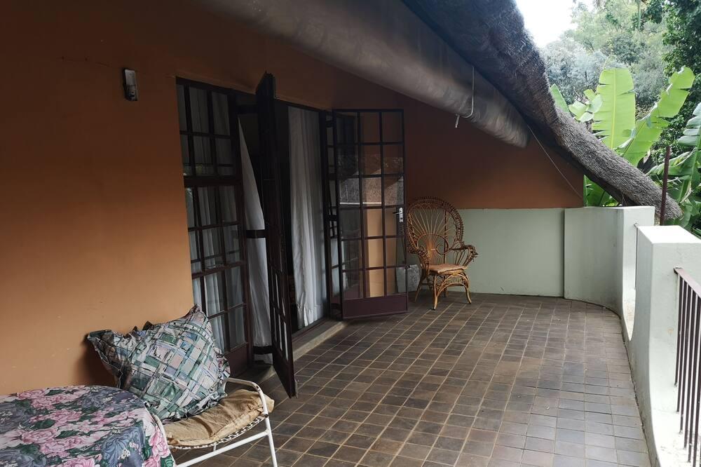 豪華四人房, 1 張加大雙人床, 浴缸, 花園景 - 露台
