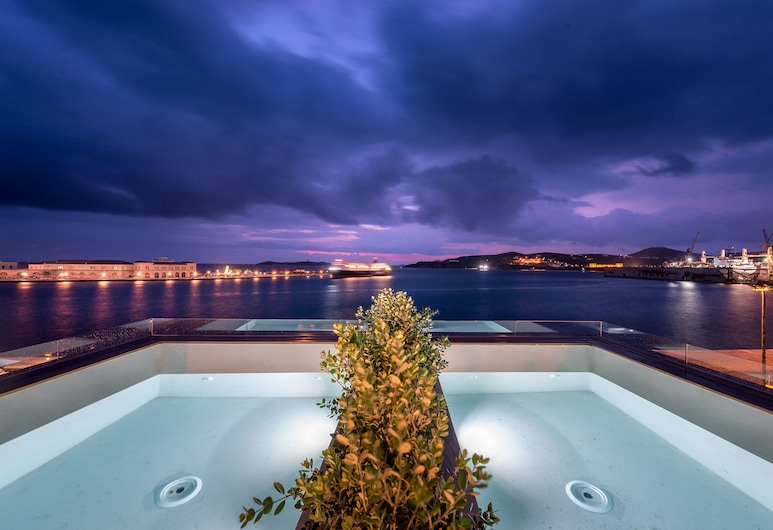 Shapes Luxury Suites, Syros