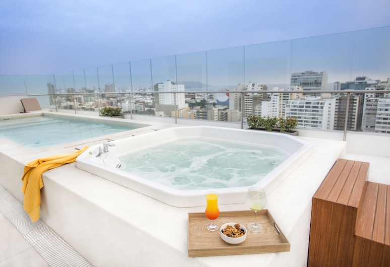Dazzler by Wyndham Lima San Isidro, Lima, Zwembad op dak